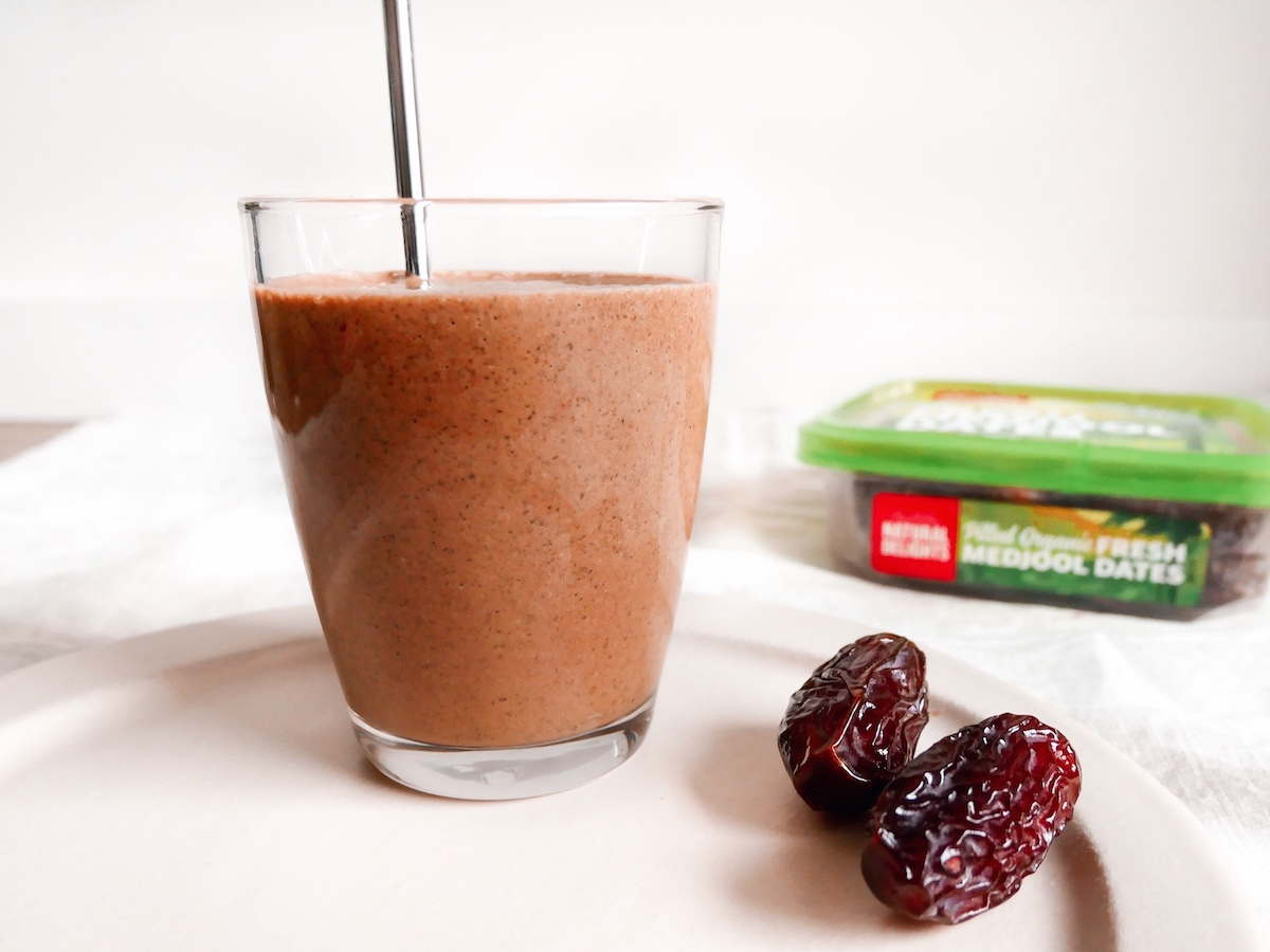 Easy Choc Medjool Date Smoothie