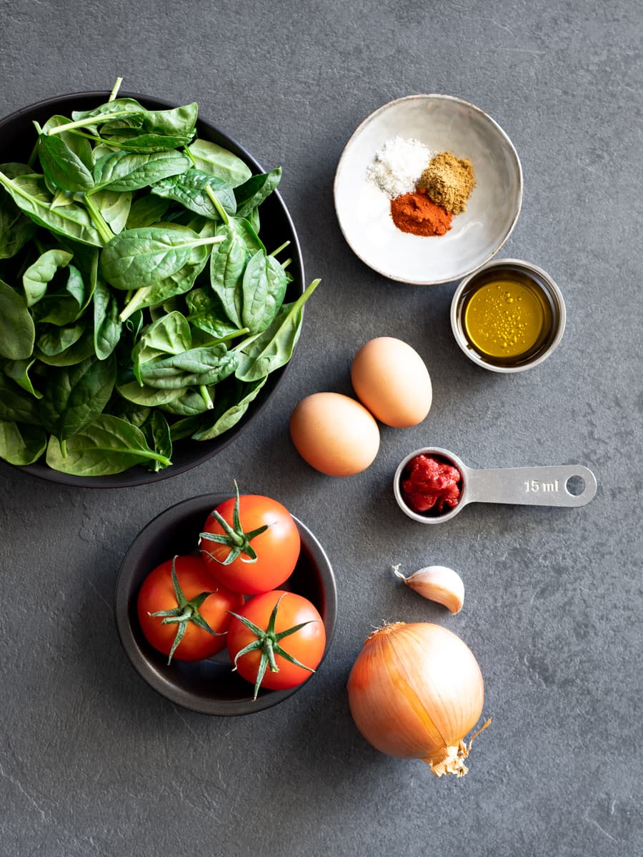 Ingredientes para Shakshuka com Tomate Fresco e Espinafre