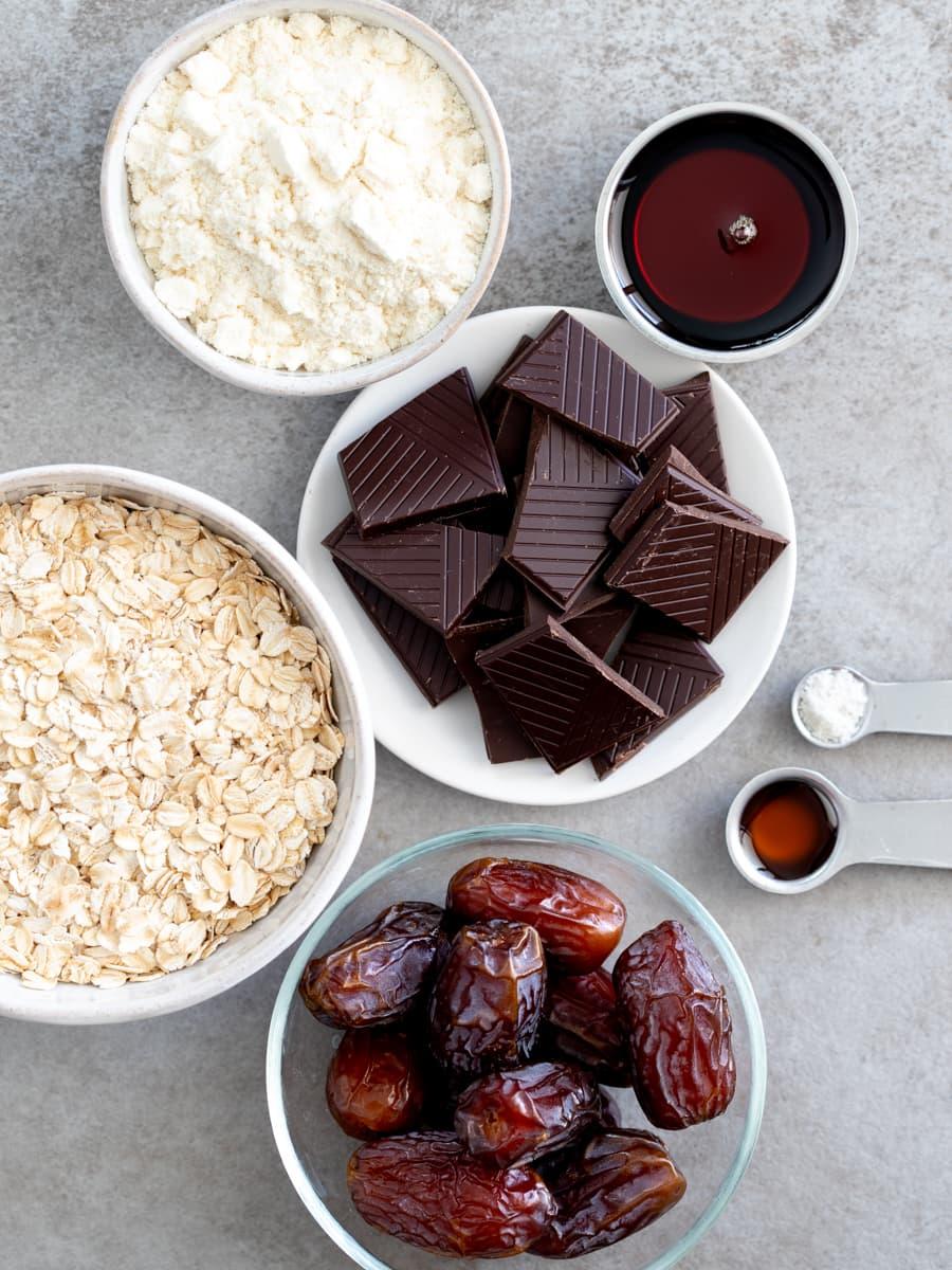 Ingredientes para barras de aveia de chocolate sem assar